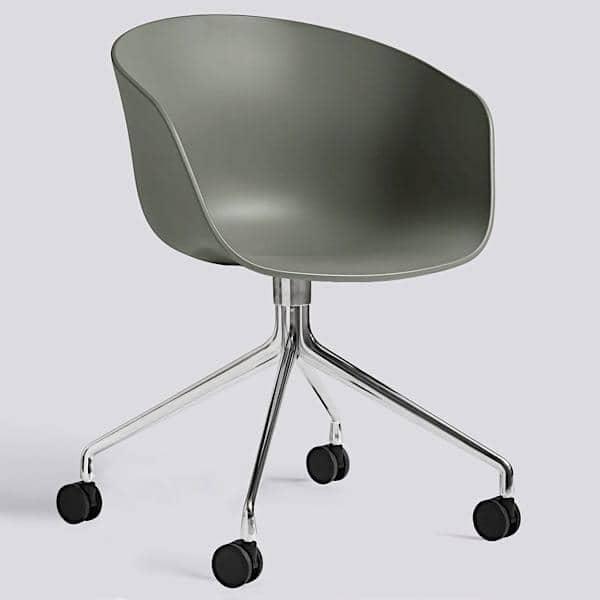 Le fauteuil à roulettes About a Chair par HAY - réf. AAC24 - assise en polypropylène, coussin fixe en option, piétement en aluminium muni de roulettes - l'art du design nordique