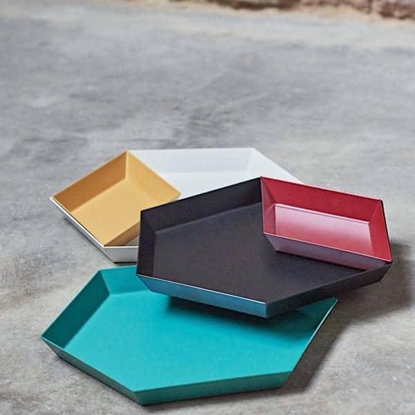 KALEIDO, vassoi laccati in acciaio, HAY, disponibile in cinque forme geometriche intelligenti per molteplici usi - deco e del design