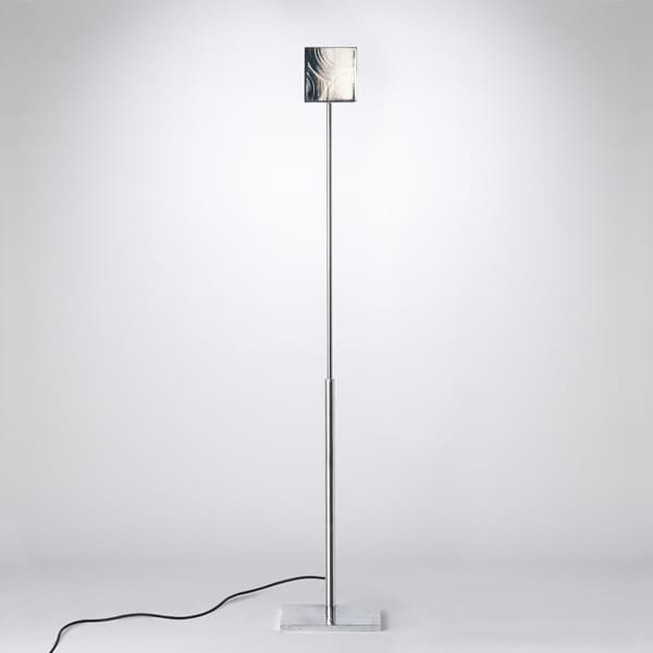 Square una lampada da lettura in alluminio lucidato hisle for Lampada da lettura