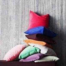 Les coussins MILAN (45 x 45 cm) ou  les coussins SWING (60 x 60 cm) indoor ou outdoor, un choix de matières et de coloris exceptionnel - déco et design