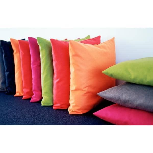 Les coussins MILAN (45 x 45 cm) ou  les coussins SWING (60 x 60 cm) indoor ou outdoor, un choix de matières et de coloris exceptionnel