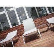 Solseng med integrert strekkbord, ALCEDO, rustfritt stål og BATYLINE, innendørs og utendørs, laget i Europa av TODUS - designet av JIRI SPANIHEL