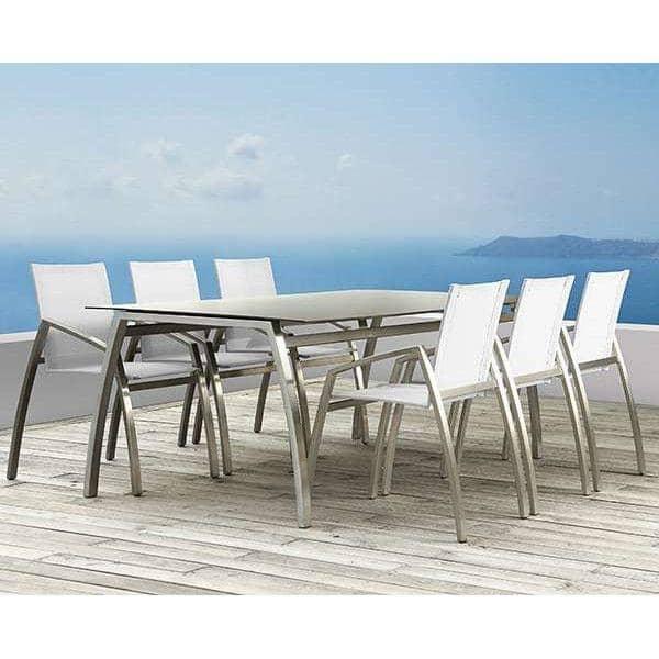 Tables ALCEDO FORNIX F2 par TODUS, intemporelles, robustes, pureté des lignes, avec ou sans rallonge : parfaites pour une utilisation en terrasse ou dans votre salon