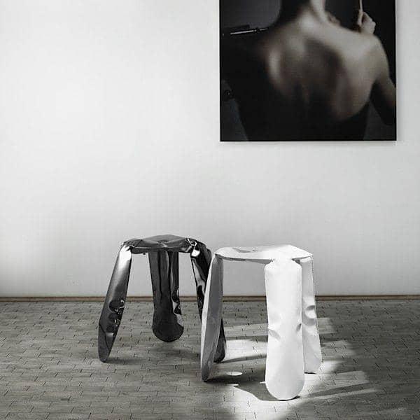 Silla PLOPP, HAY, una sólida escultura de acero, tan liviana como el aire