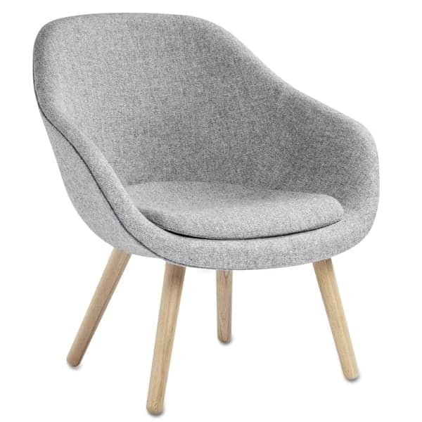 Le fauteuil About a Lounge Chair - réf. AAL82 - dossier bas, 4 pieds bois, un grand choix de coloris, coussin d'assise amovible supplémentaire en option - confort nordique et personnalisation maximum