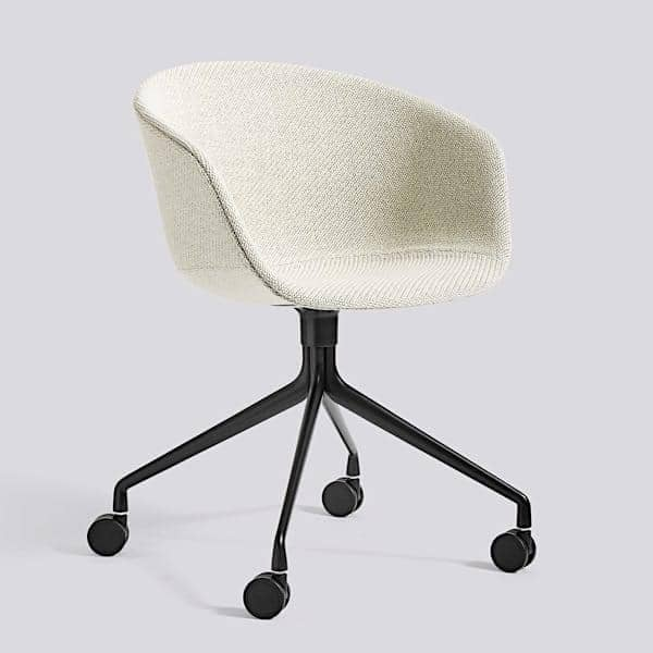 Le fauteuil à roulettes About a Chair par HAY - AAC25 - Structure en polypropylène, assise intégrale en tissu, montée sur mousse