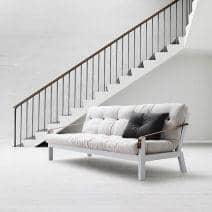 POEMS é um sofá-cama confortável e original. Madeira e futon.