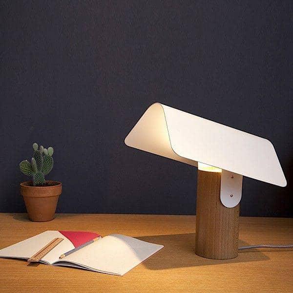 CARBET, bordlampe, solid bøk og lakkert stål, økodesign