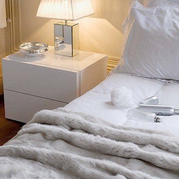 AURORA, mesita de noche de 2 cajones, generoso y de diseño, disponible en diferentes acabados