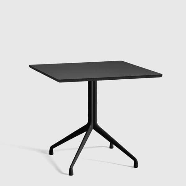 La table carrée AAT15, multiplis, pieds en aluminium