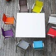 Tables PURO, version HPL, par TODUS, un grand choix de dimensions, robustes, pureté des lignes : parfaites pour une utilisation en terrasse ou dans votre salon