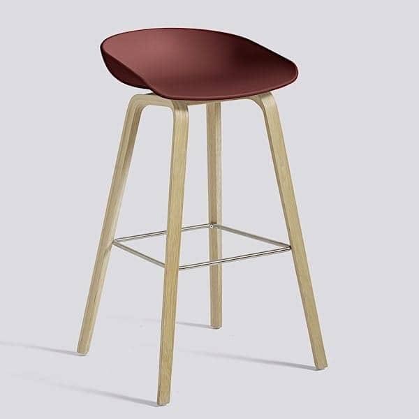 ABOUT A STOOL ,吧stool由HAY -裁判。 AAS32 - 木制底座,聚丙烯外壳 - HEE WELLING和HAY