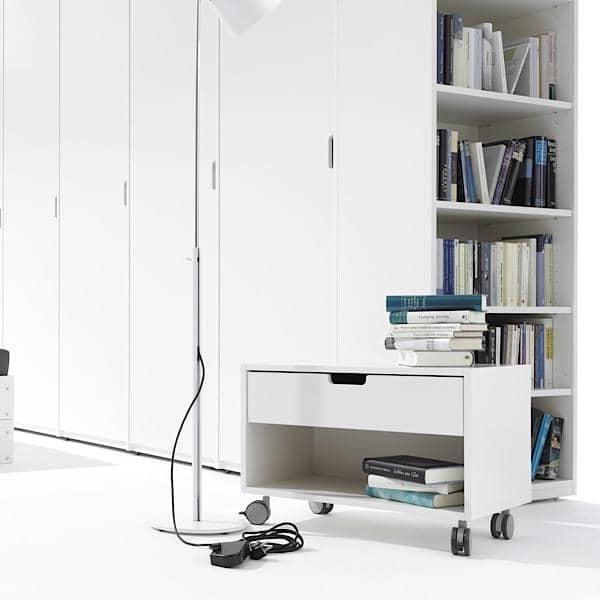 Comodino Mobile su rotelle bloccabili, cassetto chiusura silenziosa automatica.