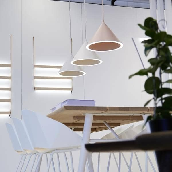 ANNULAR pendant lamp: a perfect circle of light registered on the conical perimeter, lighting LEDs
