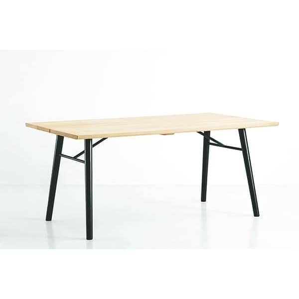 Table alley en bois massif woud for Table scandinave bois massif