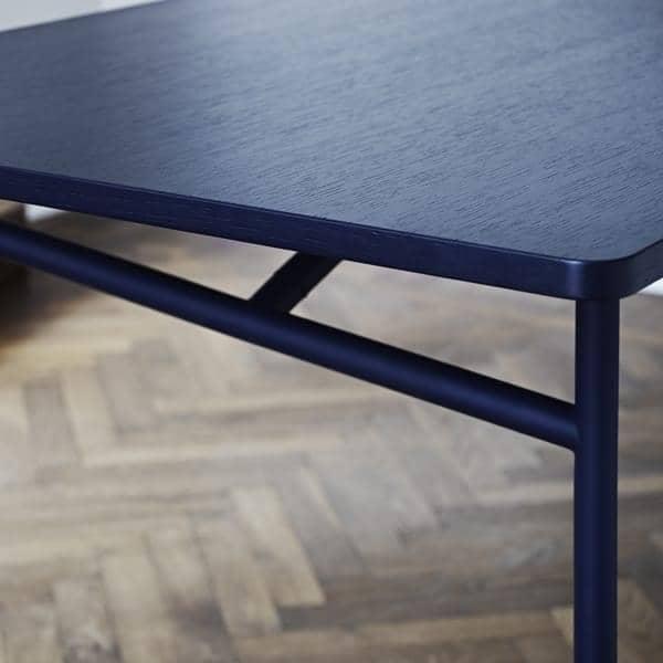 https://cdn3.my-deco-shop.com/1529-28922-thickbox/diagonale-tavolo-legno-metallo-sala-pranzo-design-molto-contemporaneo-senza-tempo-woud.jpg