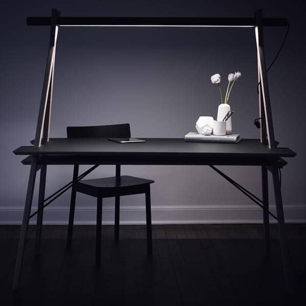 AA DESK: a workspace designed to simplify your life. And besides, it's beautiful!