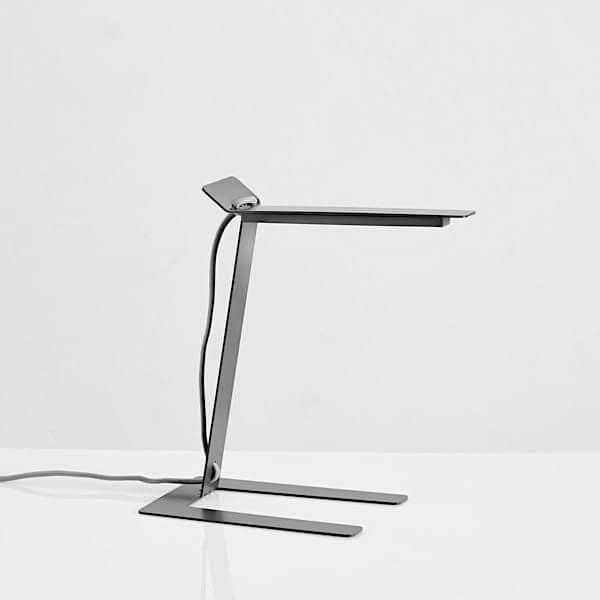 BENSHEE, lampe à poser, métal, Jannis Ellenberger. WOUD