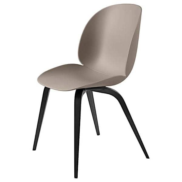 Ungdommelig BEETLE polypropylen stol og tre av GUBI Svarte bukede føtter GJ-92