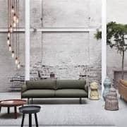 طاولة القهوة AROUND ، المباراة من الخشب الصلب والتصميم. Muuto