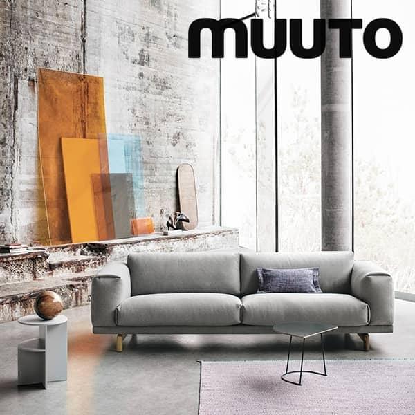 Sofaen REST, 2 seter, sjenerøs og innbydende. Muuto