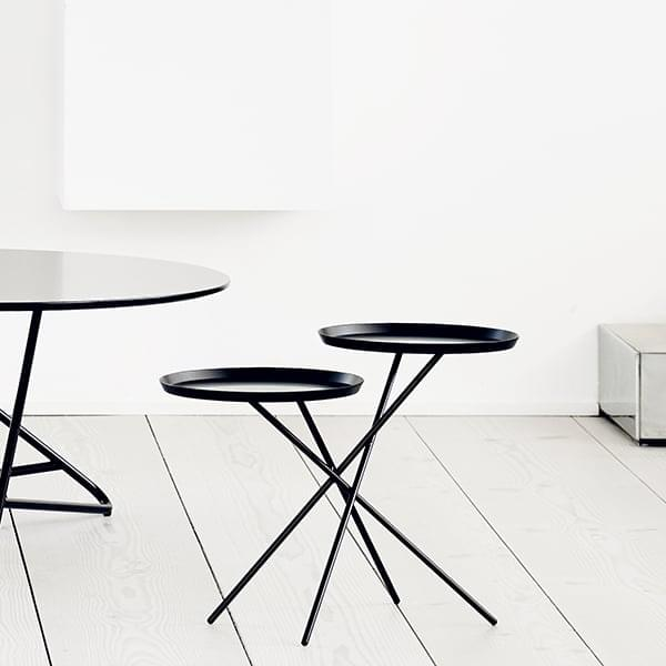 MONDAY, a coffee table all in balance and lightness