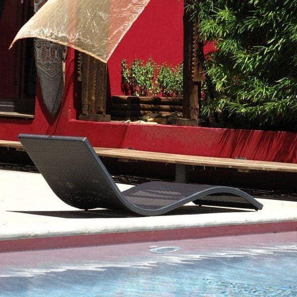 Le transat WAVE : l'élégance de la forme, au jardin et sur la terrasse