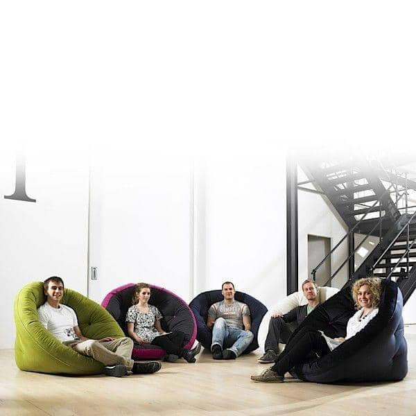 NEST, Lounge Chair der Tag, Futon in der Nacht: NEST ist gemütlich, praktisch und so bequem - Deko und Design