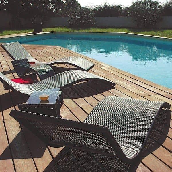 Pack Outdoor : 1 transat WAVE + 1 Table DUO, lignes élégantes et arrondies
