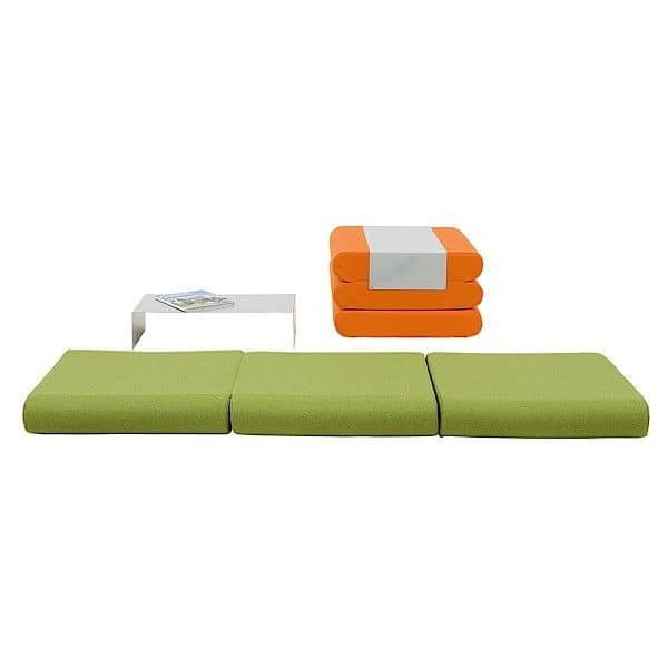 BINGO, un pouf, un lit d'appoint et une table d'appoint : multi-services et malin !