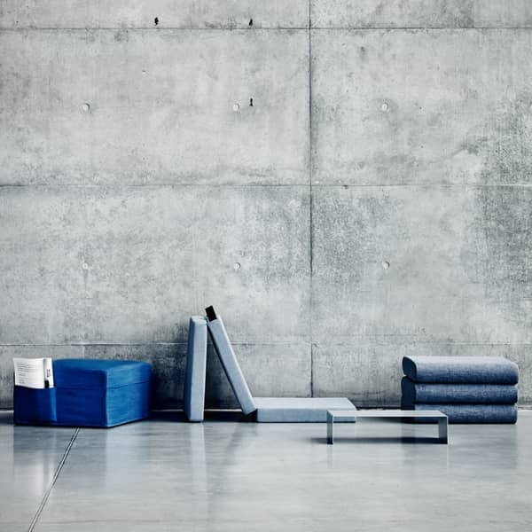 HANDY is a functional extra bed, and also a pouf, easy to move, thanks to its integrated handle