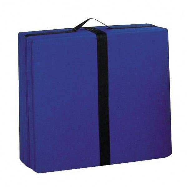 HANDY est un lit d'appoint ou un pouf très utile, facile à déplacer grâce à sa poignée intégrée