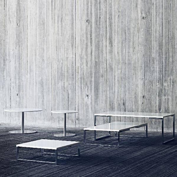 Table basse ou table d'appoint HELLO : pratique et sobre