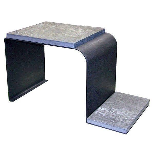 Table d'appoint TETRIS - l'alliance de l'acier patiné et du béton