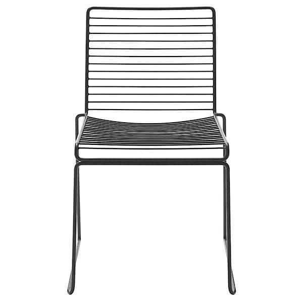 La Chaise HEE by HAY est légère, empilable et résistante, un beau choix de coloris