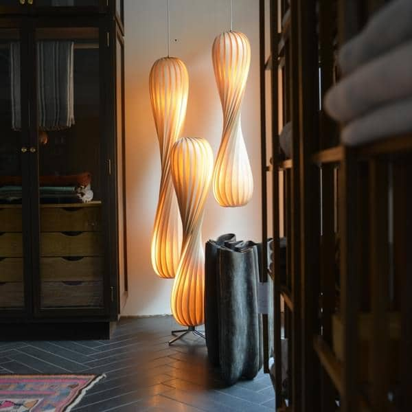 TOM ROSSAU - TR 7 anheng eller Floor Lamp: tre eller PP og design på sitt beste mix - deco og design