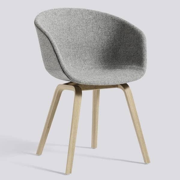 ABOUT A CHAIR -. ref AAC23 e AAC43 - assento estofado, pés em madeira, 2 alturas para o assento, HEE WELLING, HAY